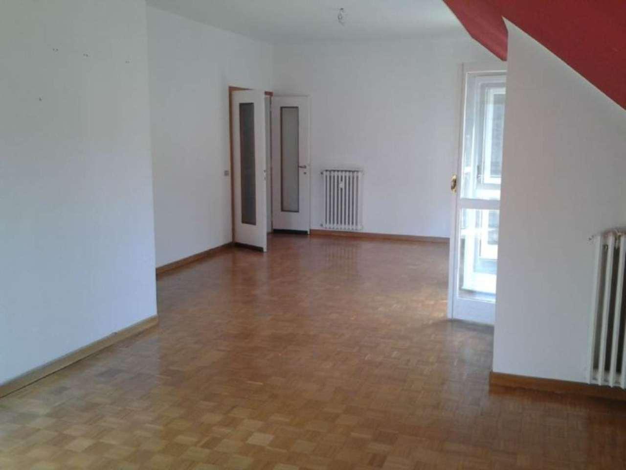 Appartamento in affitto a Laveno-Mombello, 4 locali, prezzo € 435 | Cambio Casa.it