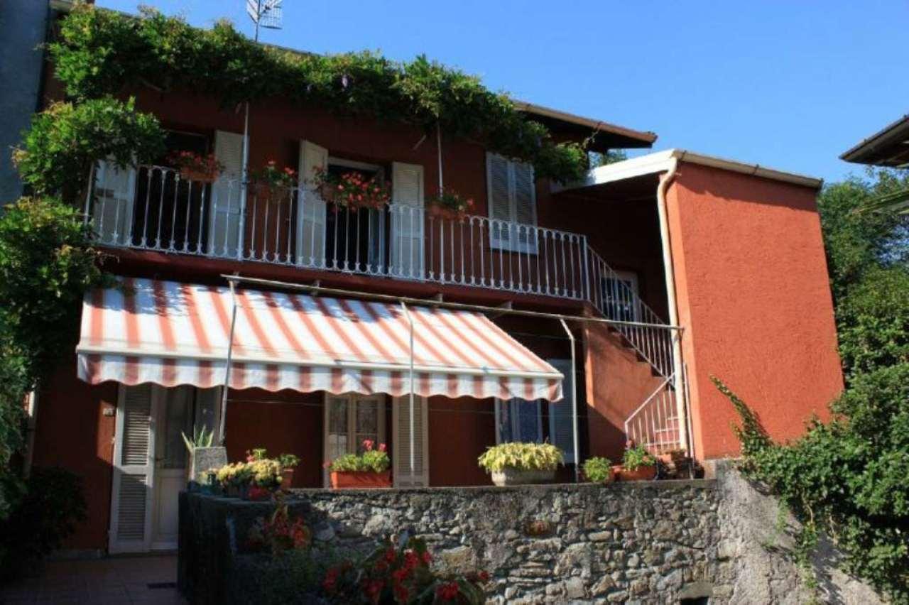 Soluzione Indipendente in vendita a Laveno-Mombello, 6 locali, prezzo € 215.000 | CambioCasa.it
