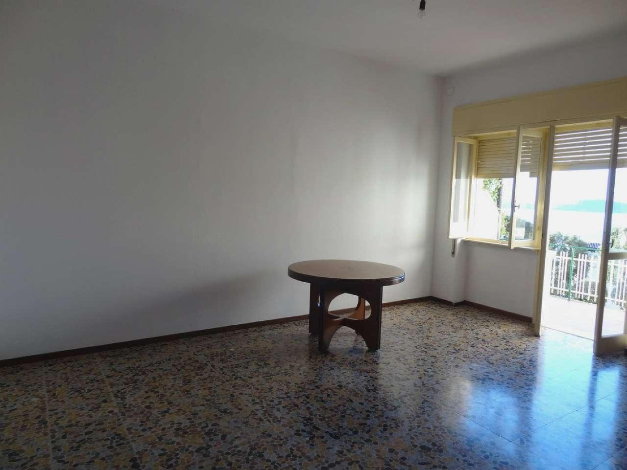 Appartamento in vendita a Laveno-Mombello, 3 locali, prezzo € 500 | Cambio Casa.it