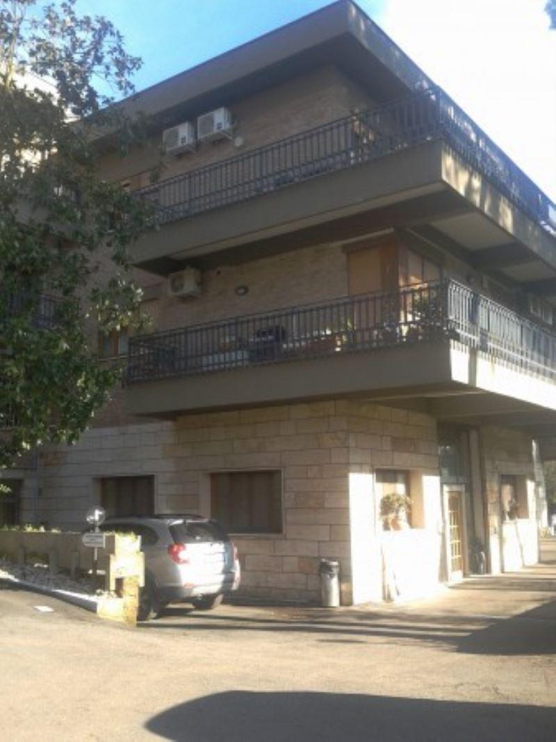 Laboratorio in affitto a Roma, 9999 locali, zona Zona: 18 . Ardeatino - Grotta Perfetta - Fonte Meravigliosa, prezzo € 1.300 | Cambio Casa.it