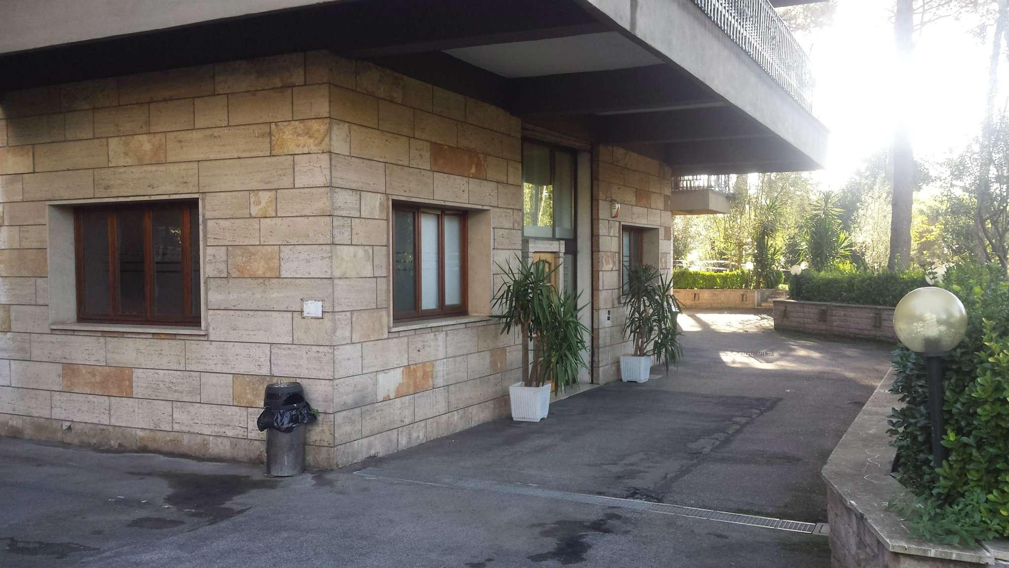 Laboratorio in affitto a Roma, 4 locali, zona Zona: 18 . Ardeatino - Grotta Perfetta - Fonte Meravigliosa, prezzo € 1.100 | Cambio Casa.it
