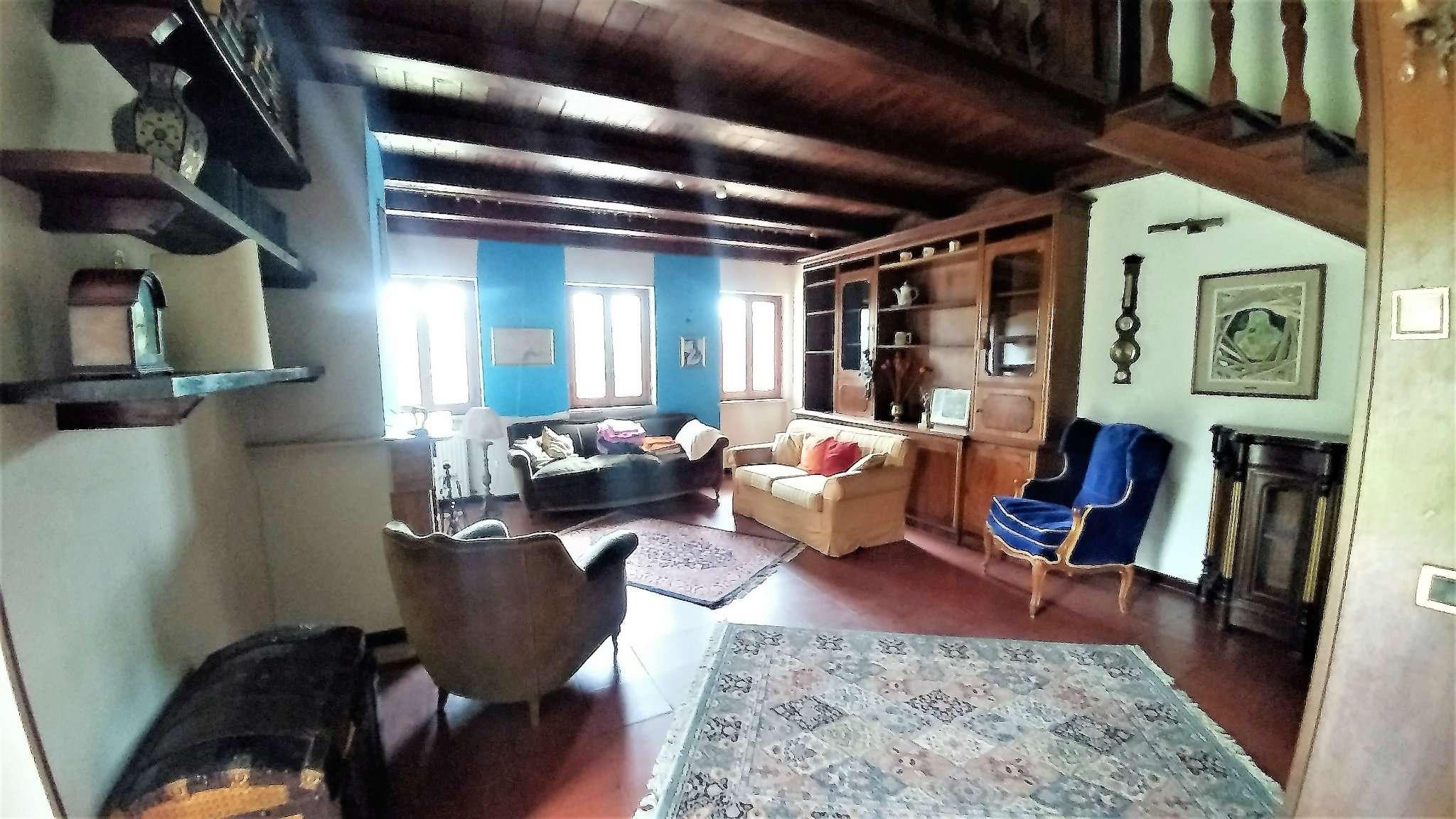 Foto 1 di Quadrilocale via Santa Felicola 88, Roma (zona Ardeatino - Grotta Perfetta - Fonte Meravigliosa)