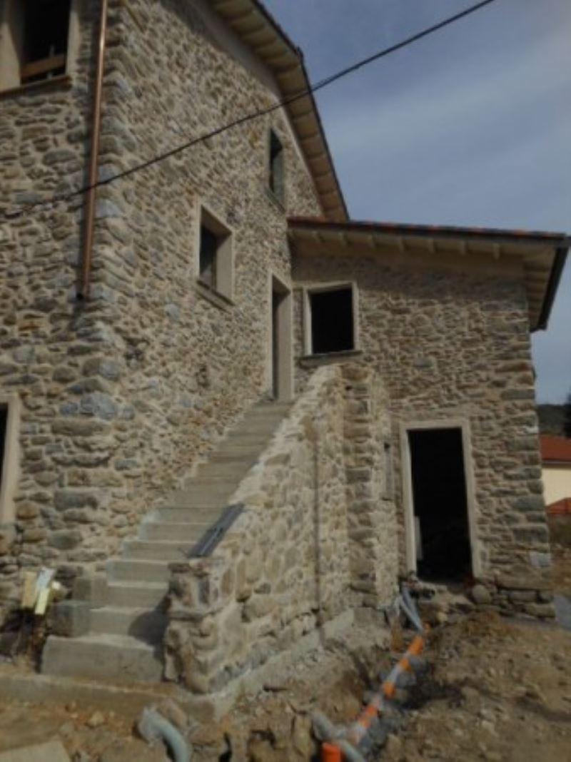 Appartamento in vendita a Riccò del Golfo di Spezia, 6 locali, Trattative riservate | CambioCasa.it