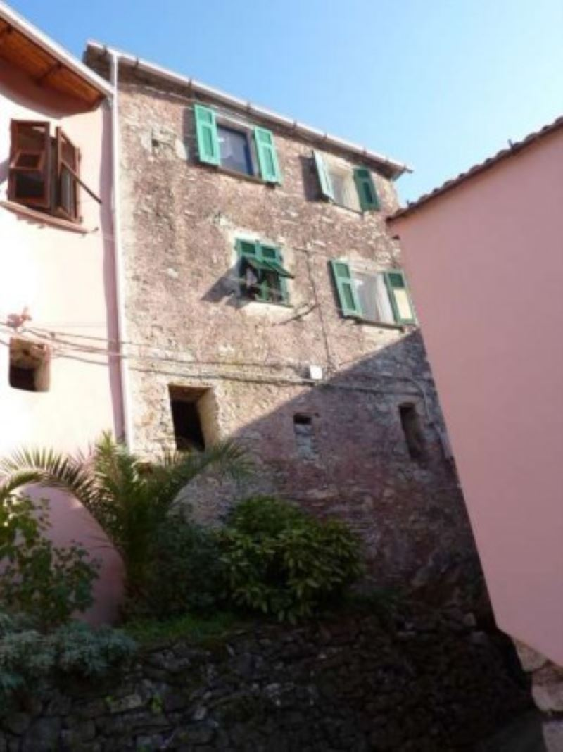 Appartamento in vendita a Riccò del Golfo di Spezia, 6 locali, prezzo € 60.000 | CambioCasa.it