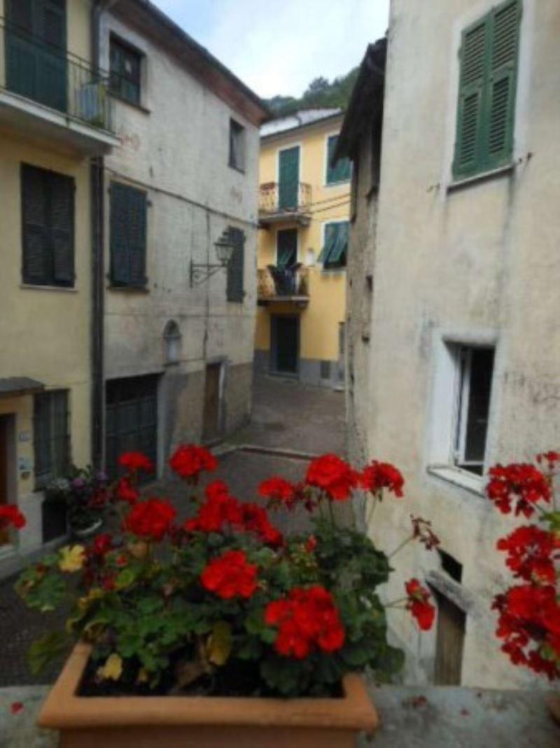 Appartamento in vendita a Pignone, 6 locali, prezzo € 180.000 | Cambio Casa.it
