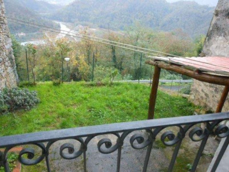 Appartamento in vendita a Beverino, 6 locali, prezzo € 88.000 | Cambio Casa.it