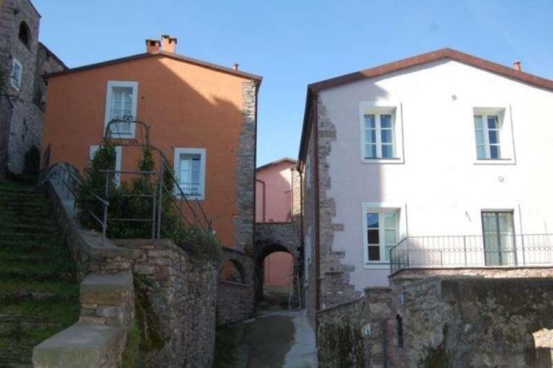 Appartamento in vendita a Beverino, 4 locali, prezzo € 165.000 | Cambio Casa.it