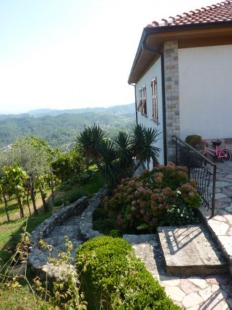 Villa in vendita a Riccò del Golfo di Spezia, 6 locali, Trattative riservate | Cambio Casa.it