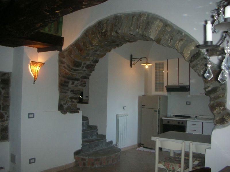Appartamento in vendita a Beverino, 4 locali, prezzo € 140.000 | Cambio Casa.it