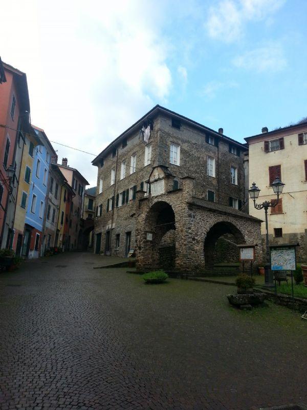 Appartamento in vendita a Pignone, 9 locali, prezzo € 130.000 | CambioCasa.it