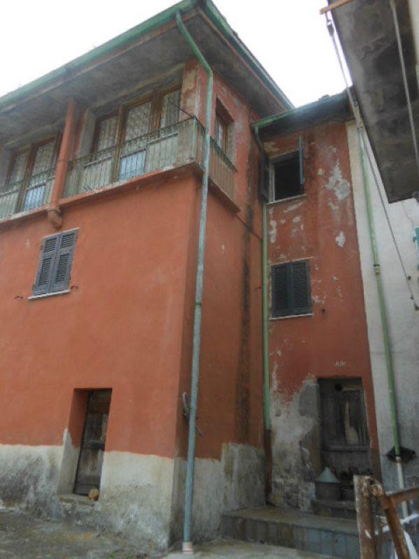Palazzo / Stabile in vendita a Beverino, 10 locali, prezzo € 65.000 | Cambio Casa.it