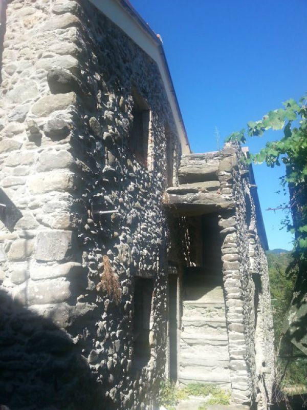 Palazzo / Stabile in vendita a Riccò del Golfo di Spezia, 12 locali, prezzo € 120.000 | Cambio Casa.it