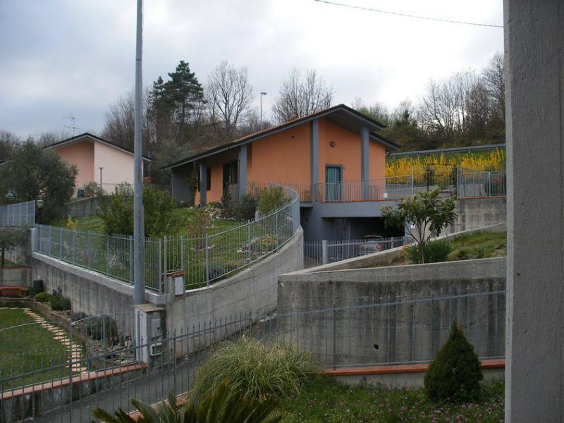 Soluzione Indipendente in vendita a Beverino, 7 locali, prezzo € 299.000 | Cambio Casa.it
