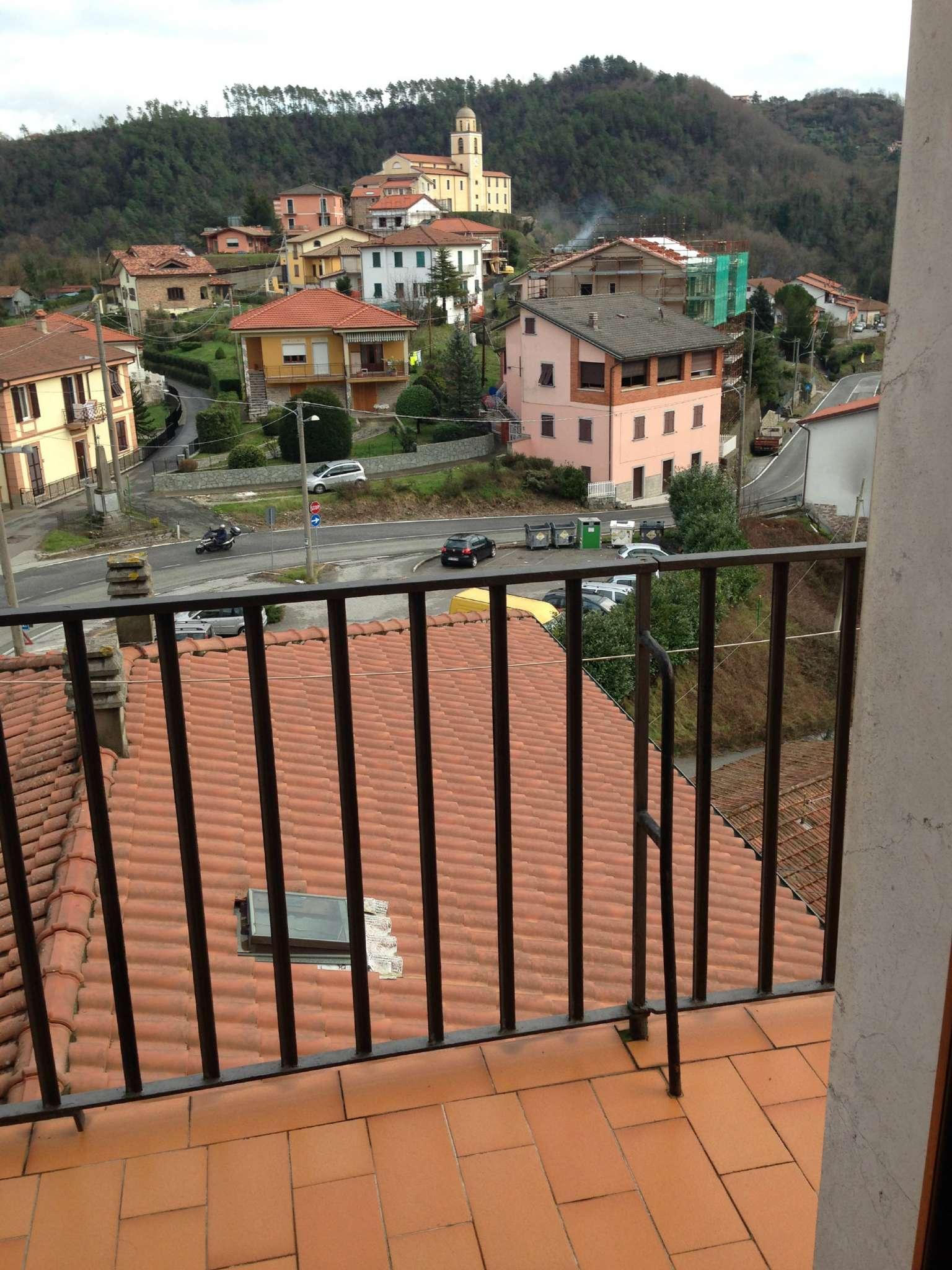 Appartamento in vendita a Riccò del Golfo di Spezia, 4 locali, prezzo € 130.000 | Cambio Casa.it