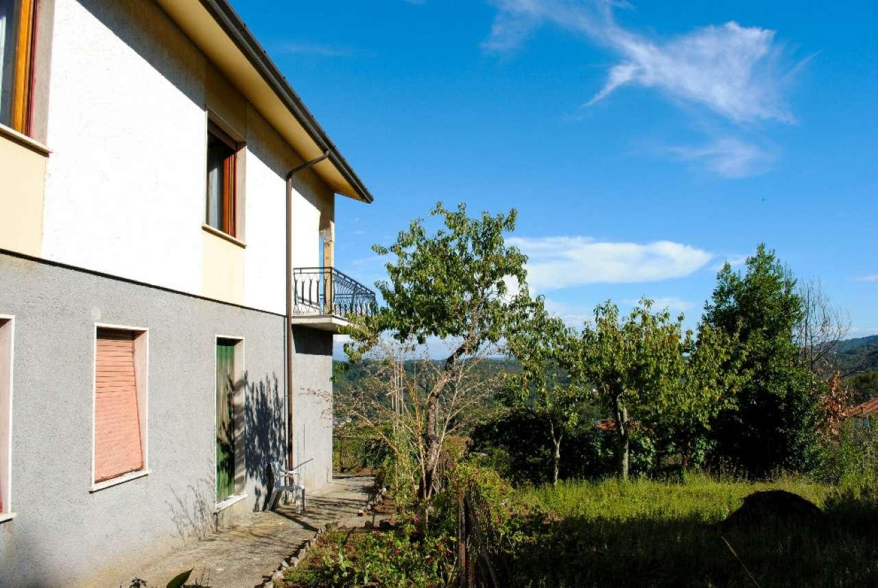 Soluzione Indipendente in vendita a Riccò del Golfo di Spezia, 8 locali, prezzo € 175.000 | Cambio Casa.it