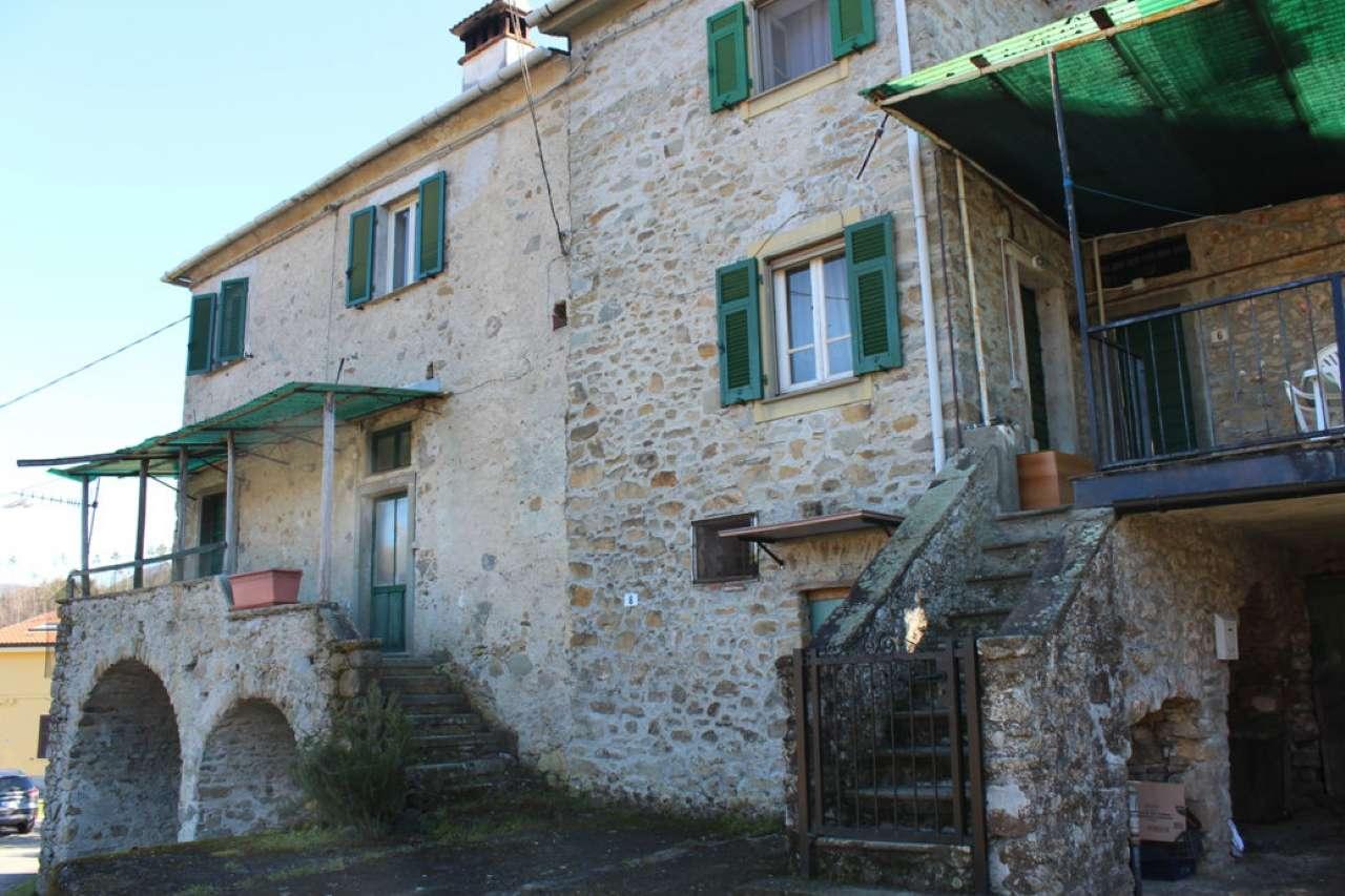 Palazzo / Stabile in vendita a Beverino, 10 locali, prezzo € 98.000 | CambioCasa.it