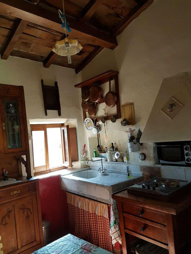 Palazzo / Stabile in vendita a Riccò del Golfo di Spezia, 5 locali, prezzo € 75.000 | Cambio Casa.it