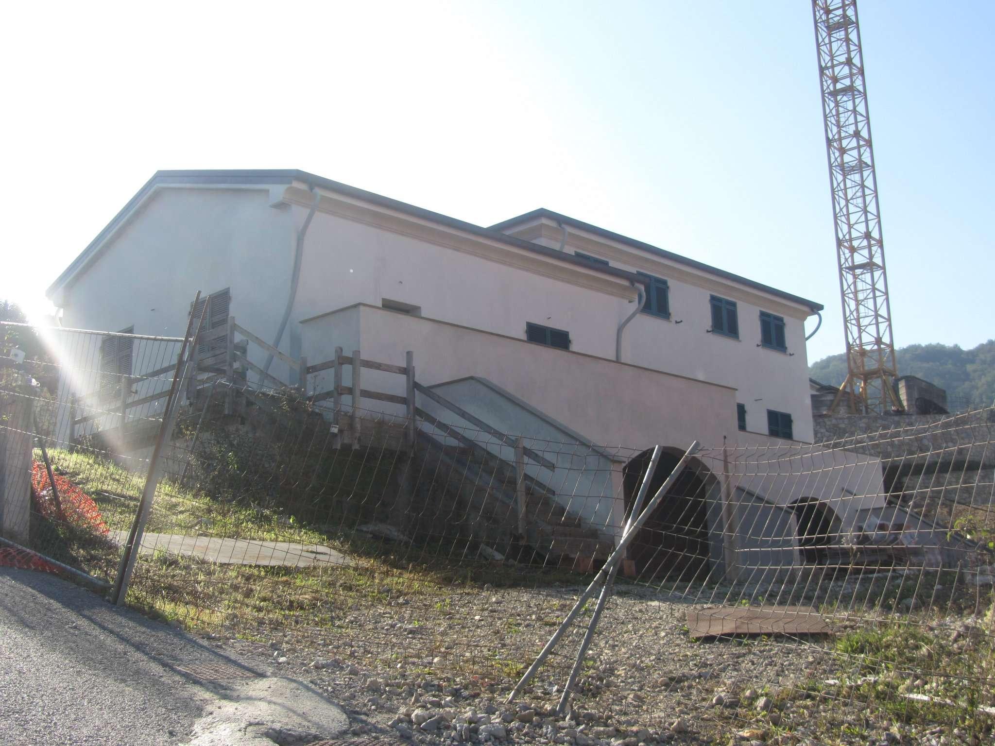 Appartamento in vendita a Riccò del Golfo di Spezia, 7 locali, prezzo € 290.000 | CambioCasa.it
