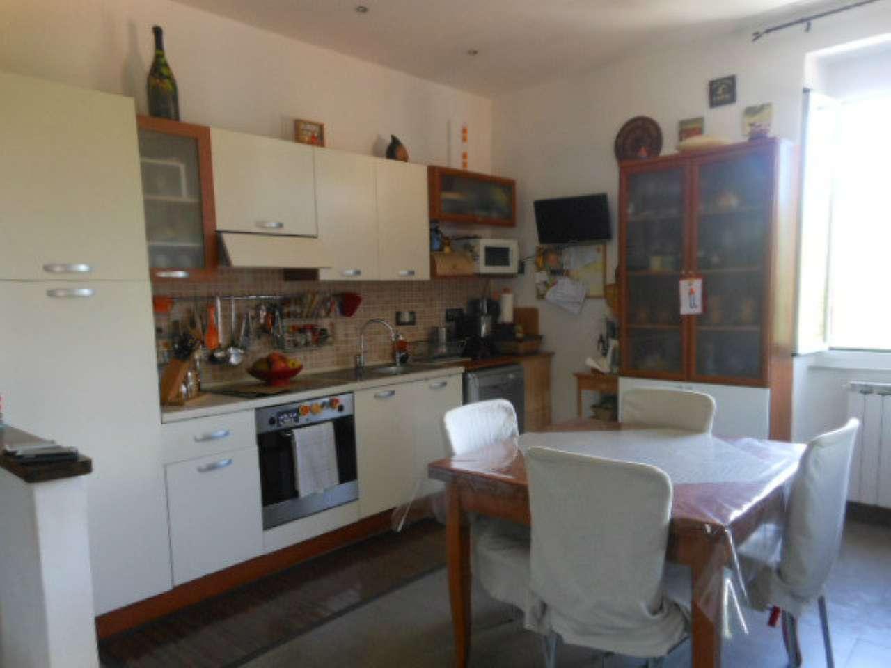 Appartamento in vendita a Riccò del Golfo di Spezia, 6 locali, prezzo € 145.000 | CambioCasa.it