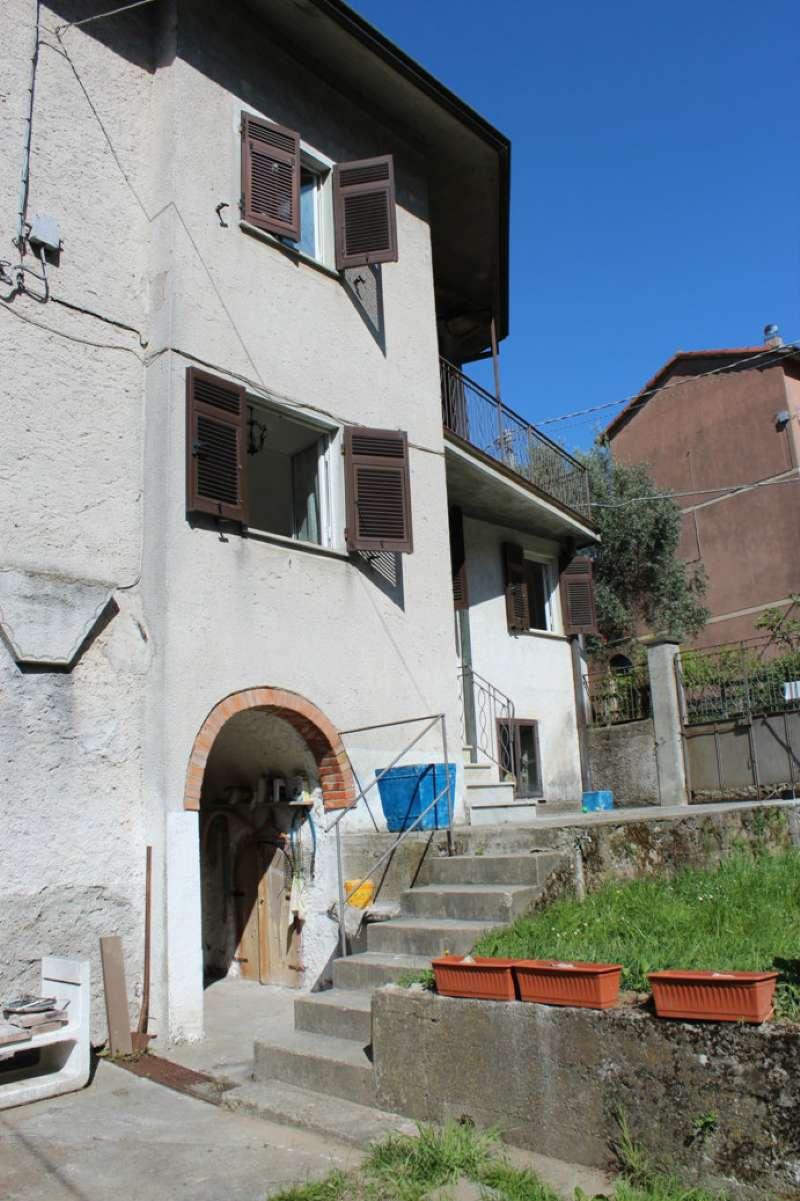 Palazzo / Stabile in vendita a Riccò del Golfo di Spezia, 8 locali, prezzo € 135.000 | Cambio Casa.it