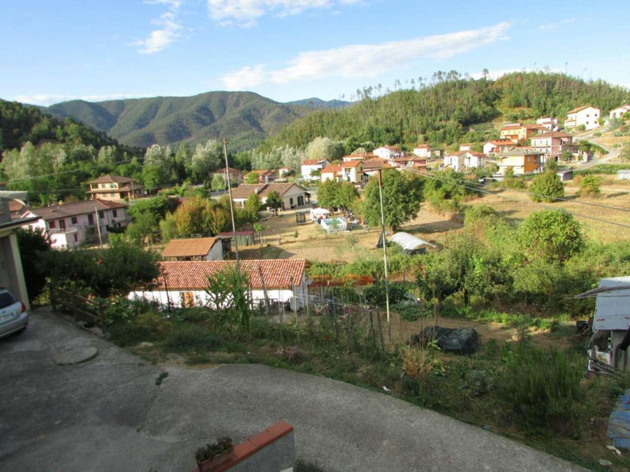 Soluzione Semindipendente in vendita a Beverino, 8 locali, prezzo € 220.000 | CambioCasa.it