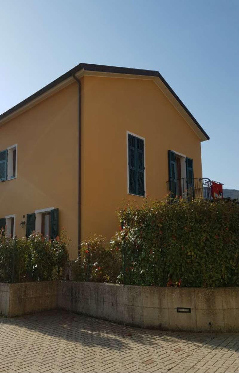 Appartamento in vendita a Riccò del Golfo di Spezia, 5 locali, prezzo € 200.000 | CambioCasa.it