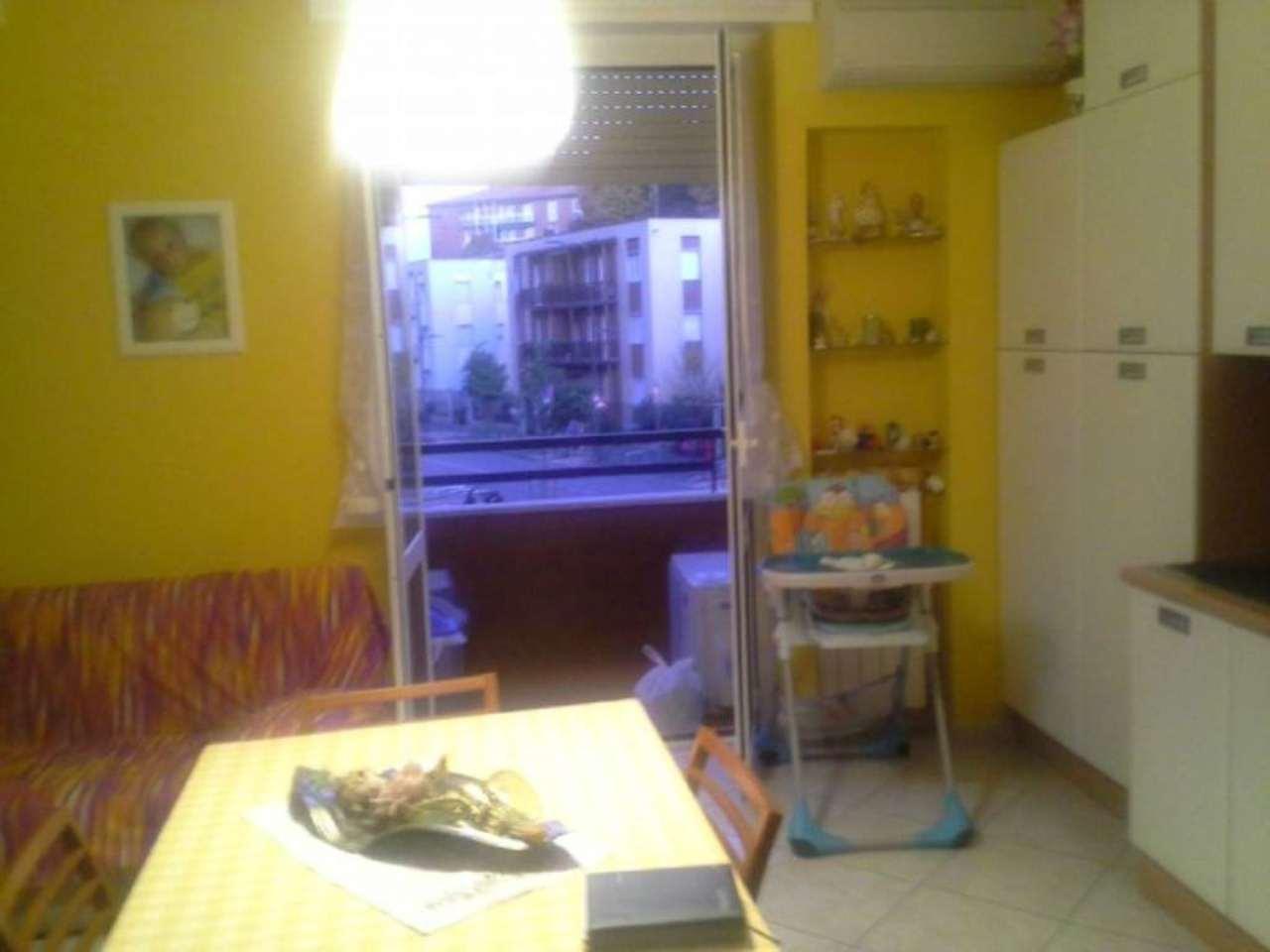Bilocale Milano Via Cabella 10