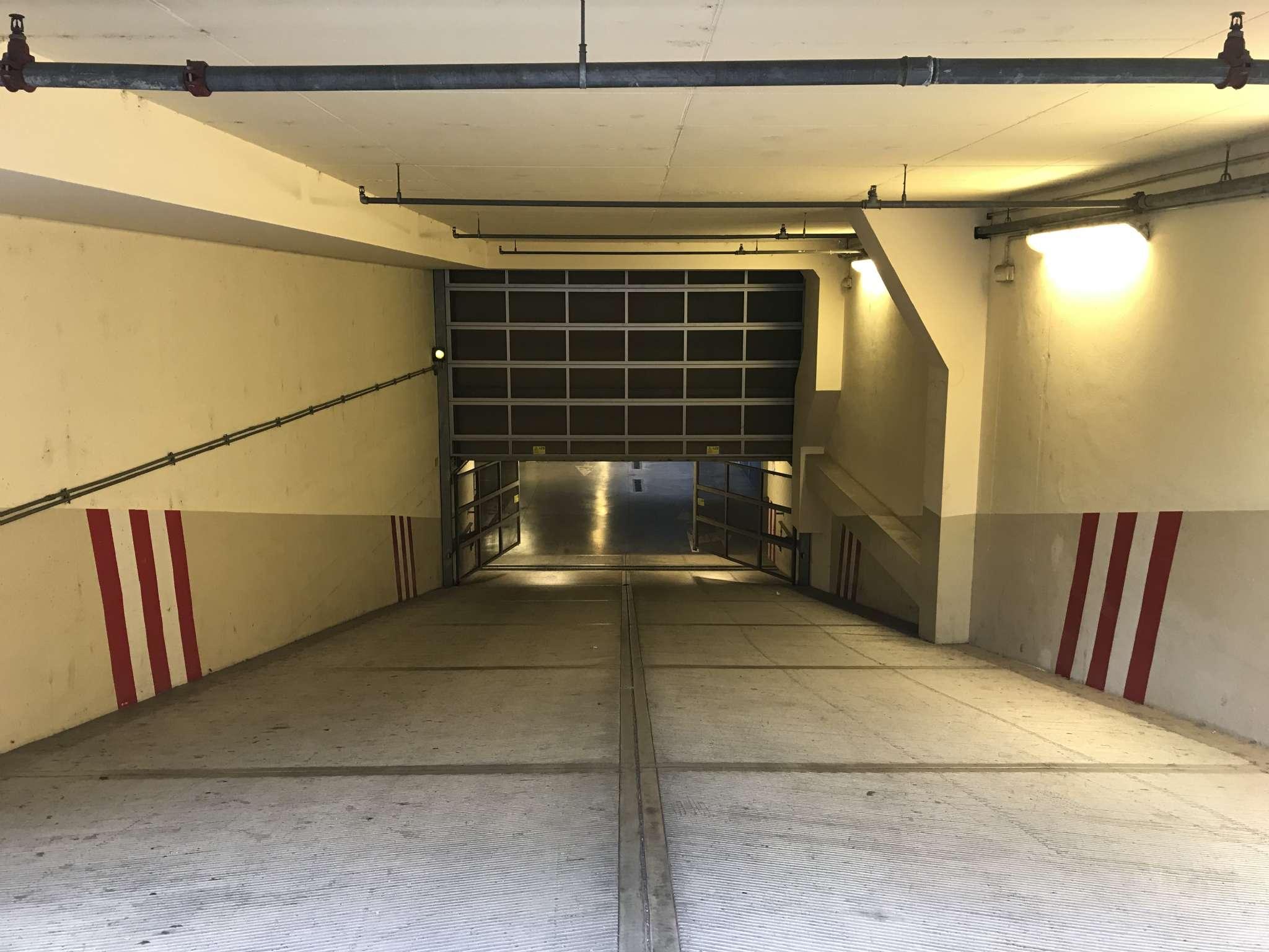 Posto-box auto in Vendita a Firenze Semicentro Ovest: 16 mq