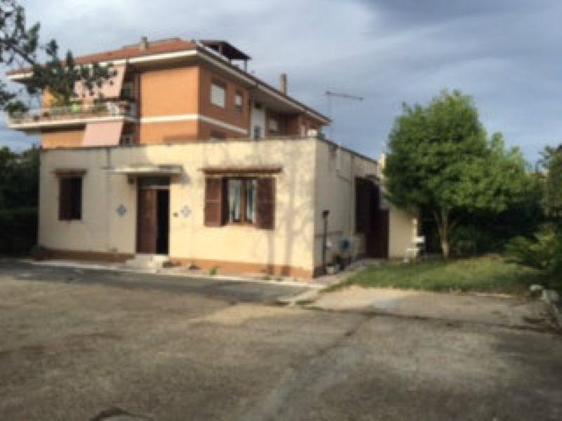 Soluzione Indipendente in vendita a Roma, 2 locali, zona Zona: 38 . Acilia, Vitinia, Infernetto, Axa, Casal Palocco, Madonnetta, prezzo € 85.000 | Cambio Casa.it