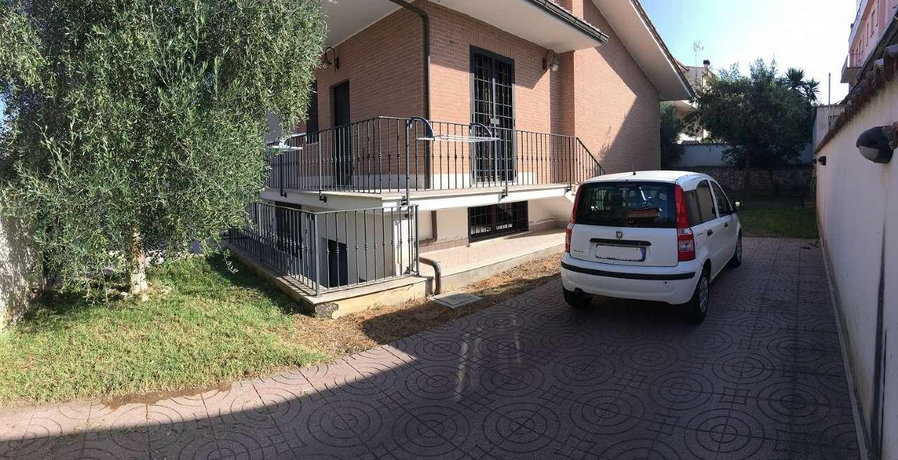 Villa Trifamiliare in vendita 5 vani 150 mq.  via soresina Roma