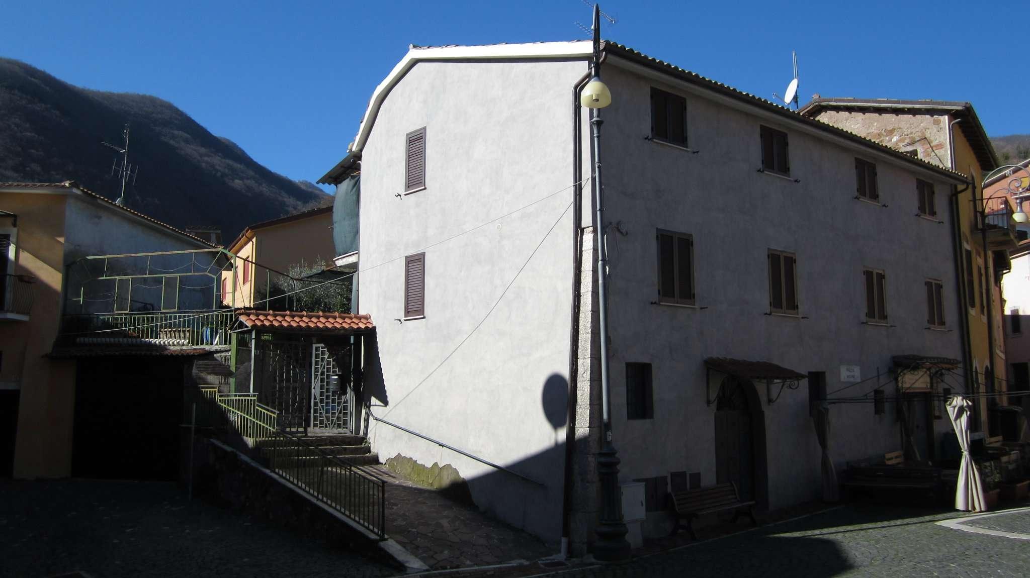 Palazzo / Stabile in vendita a Roccagiovine, 10 locali, prezzo € 260.000 | CambioCasa.it