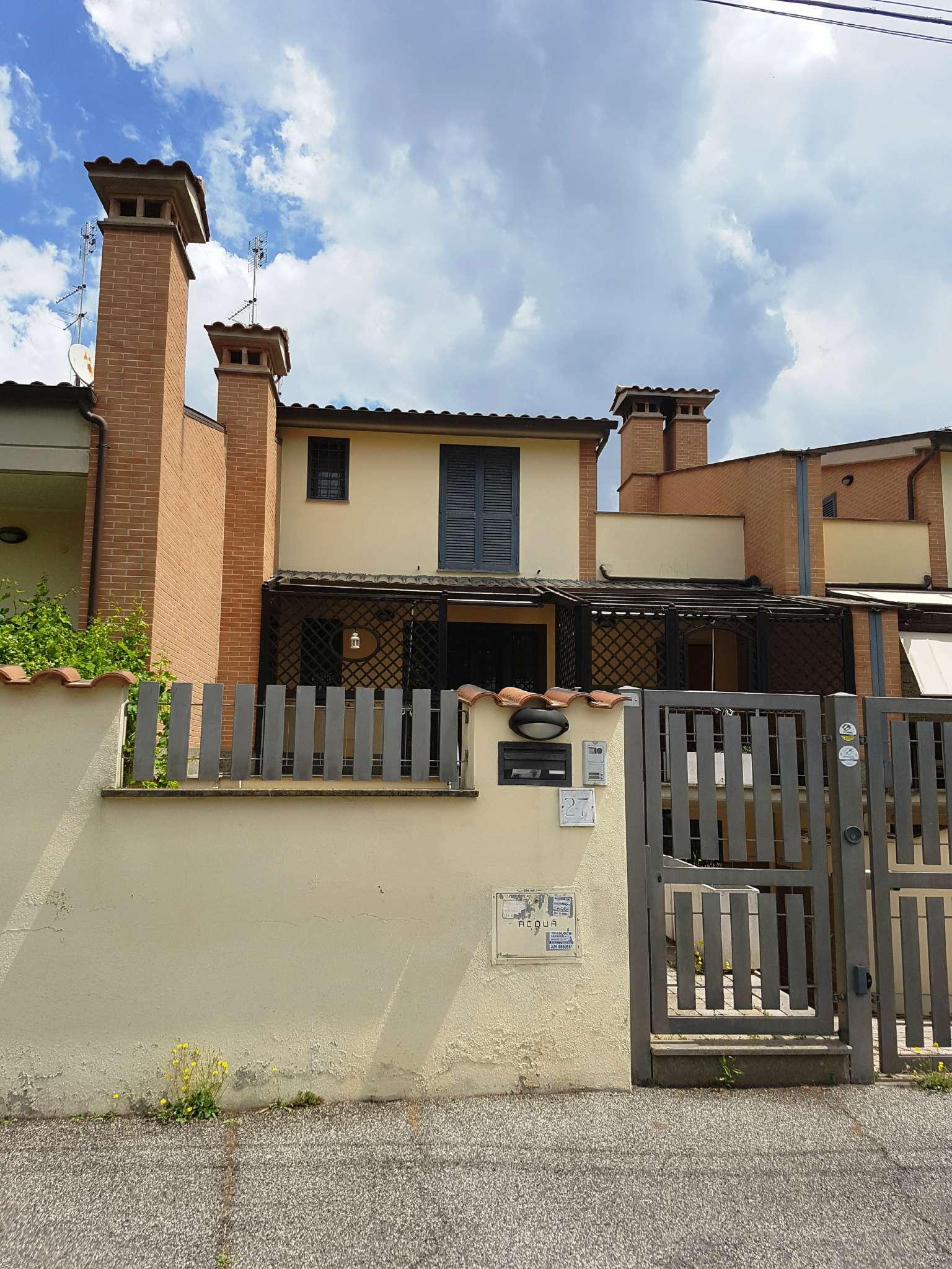 Villa a Schiera in vendita 4 vani 98 mq.  via giuseppe lucietto 27 Roma
