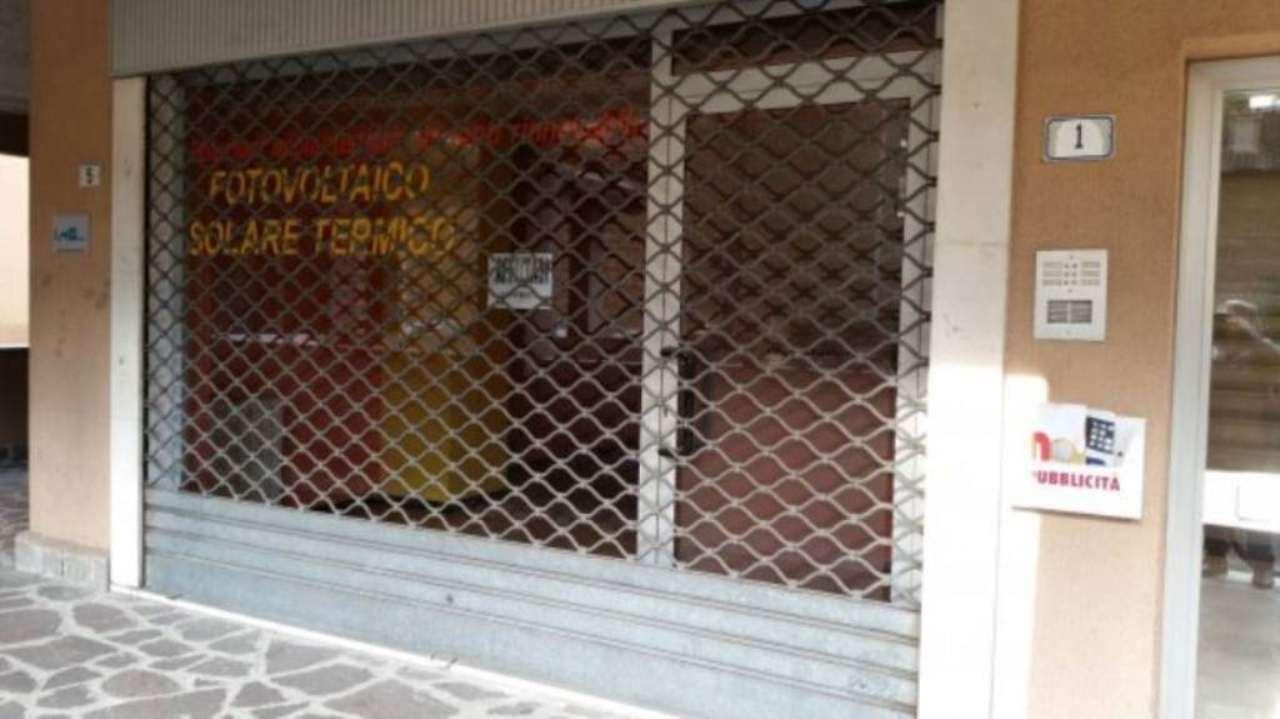 Negozio / Locale in affitto a Carnate, 2 locali, prezzo € 600 | Cambio Casa.it
