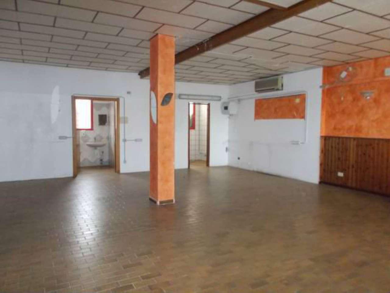 Negozio / Locale in affitto a Cavenago di Brianza, 1 locali, prezzo € 800 | CambioCasa.it