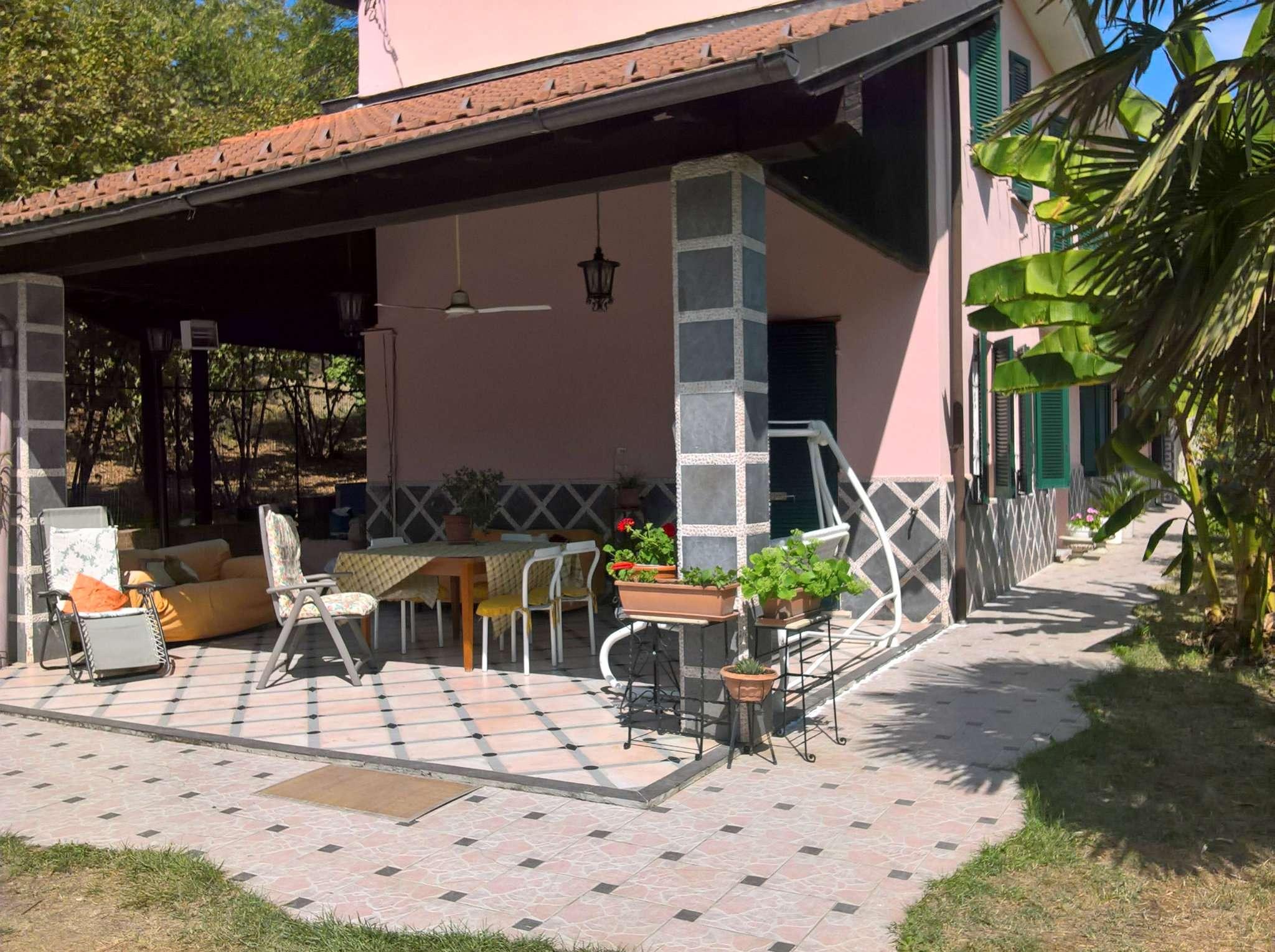 Villa in vendita a Incisa Scapaccino, 6 locali, prezzo € 250.000 | CambioCasa.it