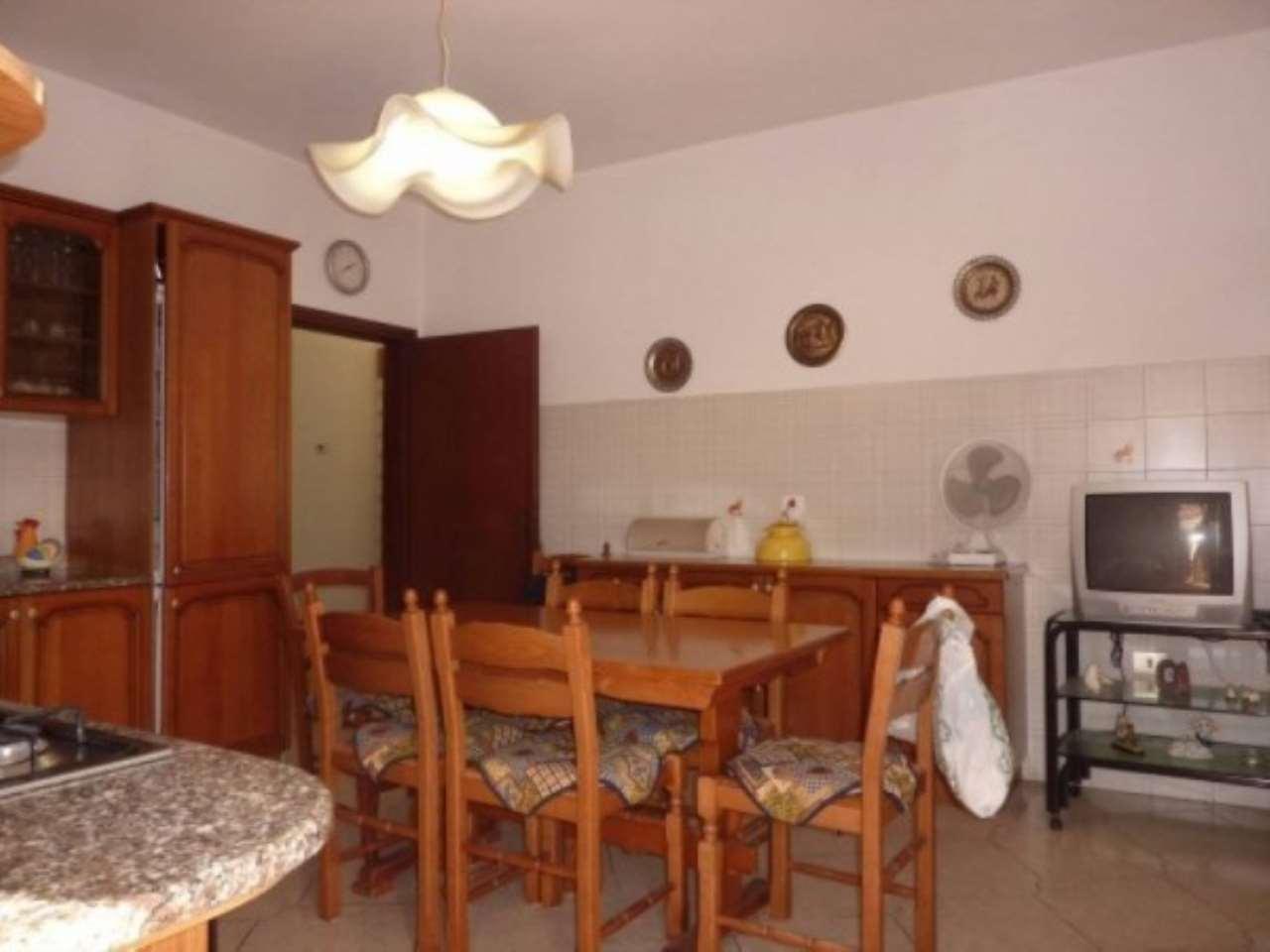 Palazzo / Stabile in vendita a Agliana, 6 locali, prezzo € 270.000 | CambioCasa.it