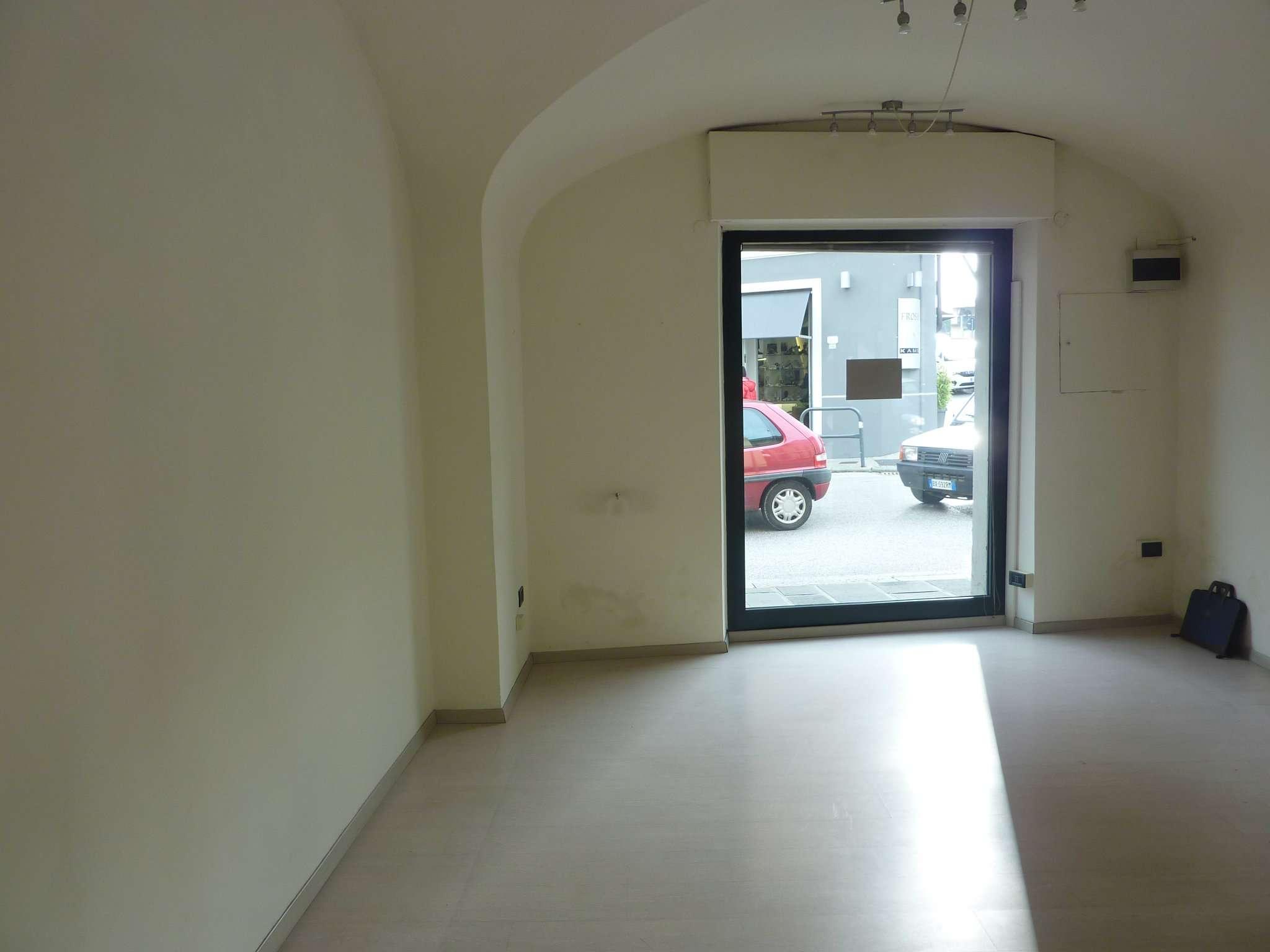 Negozio / Locale in vendita a Pistoia, 2 locali, prezzo € 120.000 | CambioCasa.it