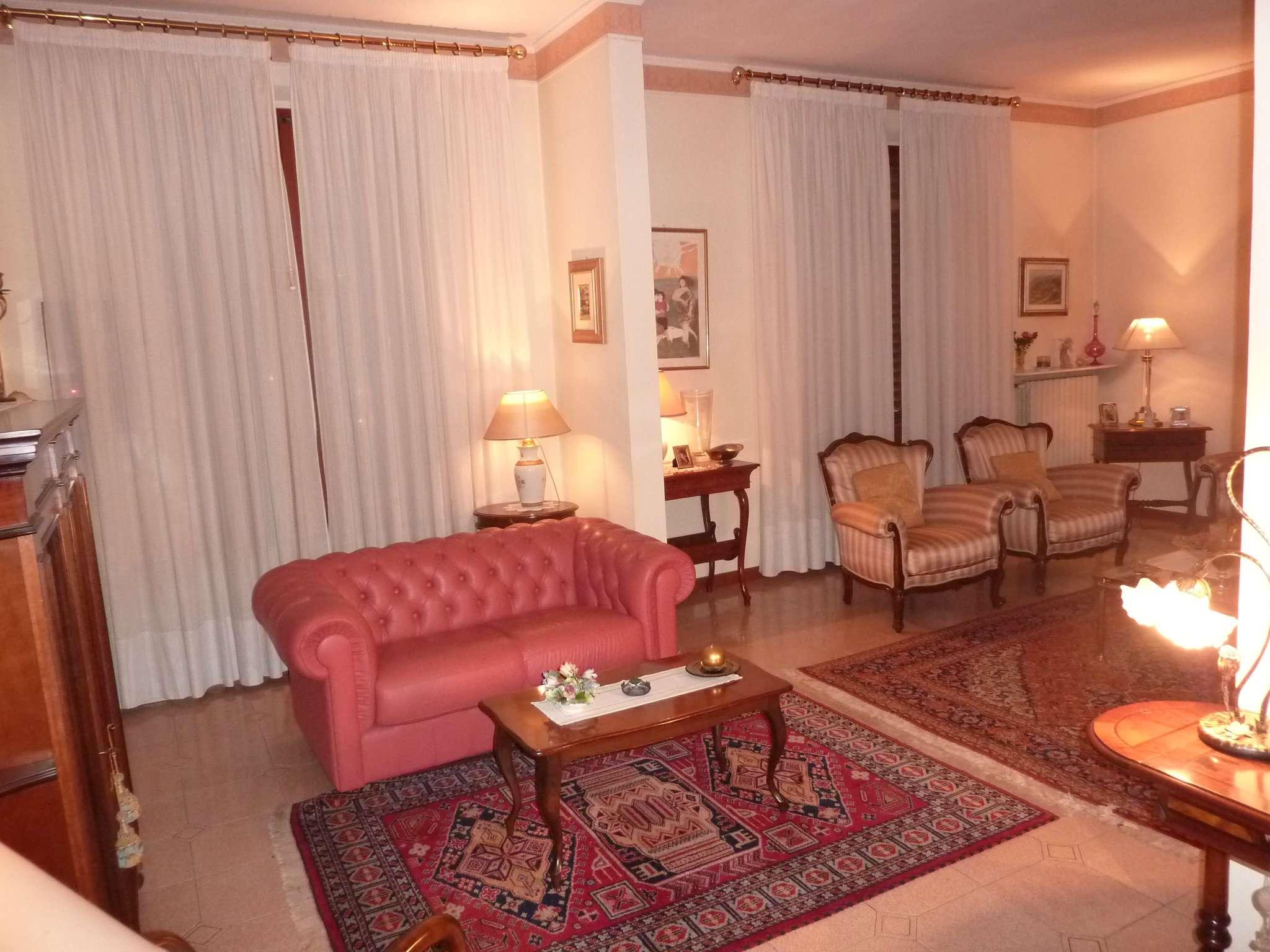 Palazzo / Stabile in vendita a Pistoia, 8 locali, prezzo € 460.000 | Cambio Casa.it