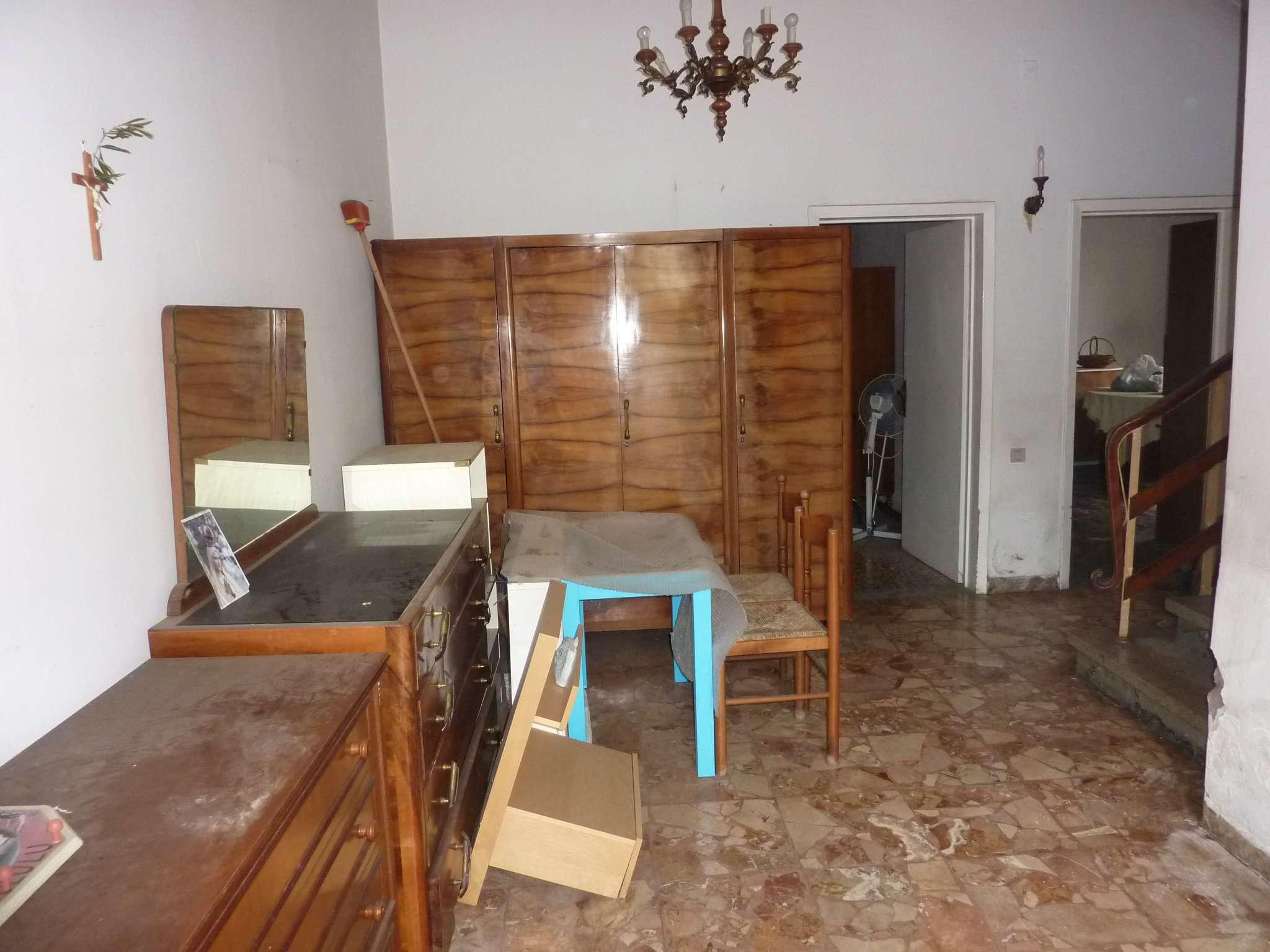 Soluzione Indipendente in vendita a Agliana, 5 locali, prezzo € 180.000 | CambioCasa.it