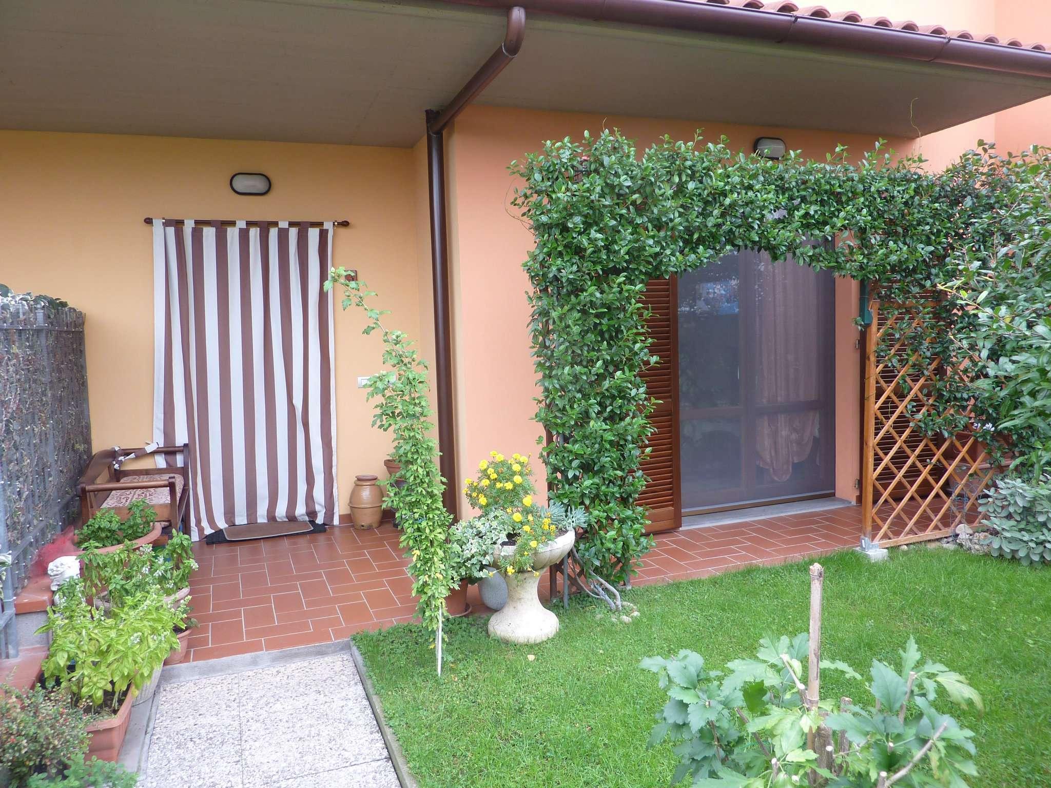 Palazzo / Stabile in vendita a Quarrata, 5 locali, prezzo € 300.000 | CambioCasa.it