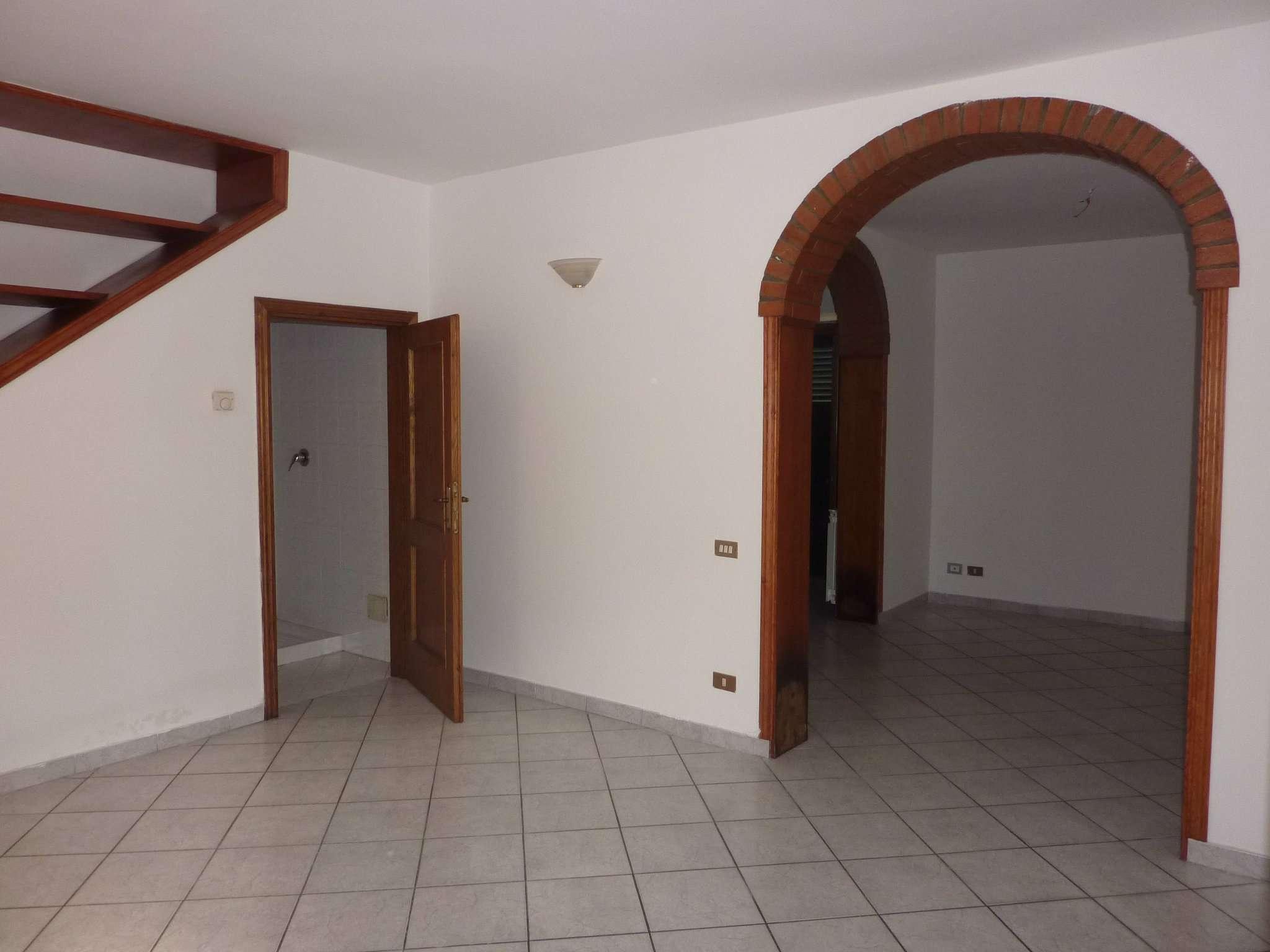 Soluzione Indipendente in affitto a Agliana, 5 locali, prezzo € 650   CambioCasa.it