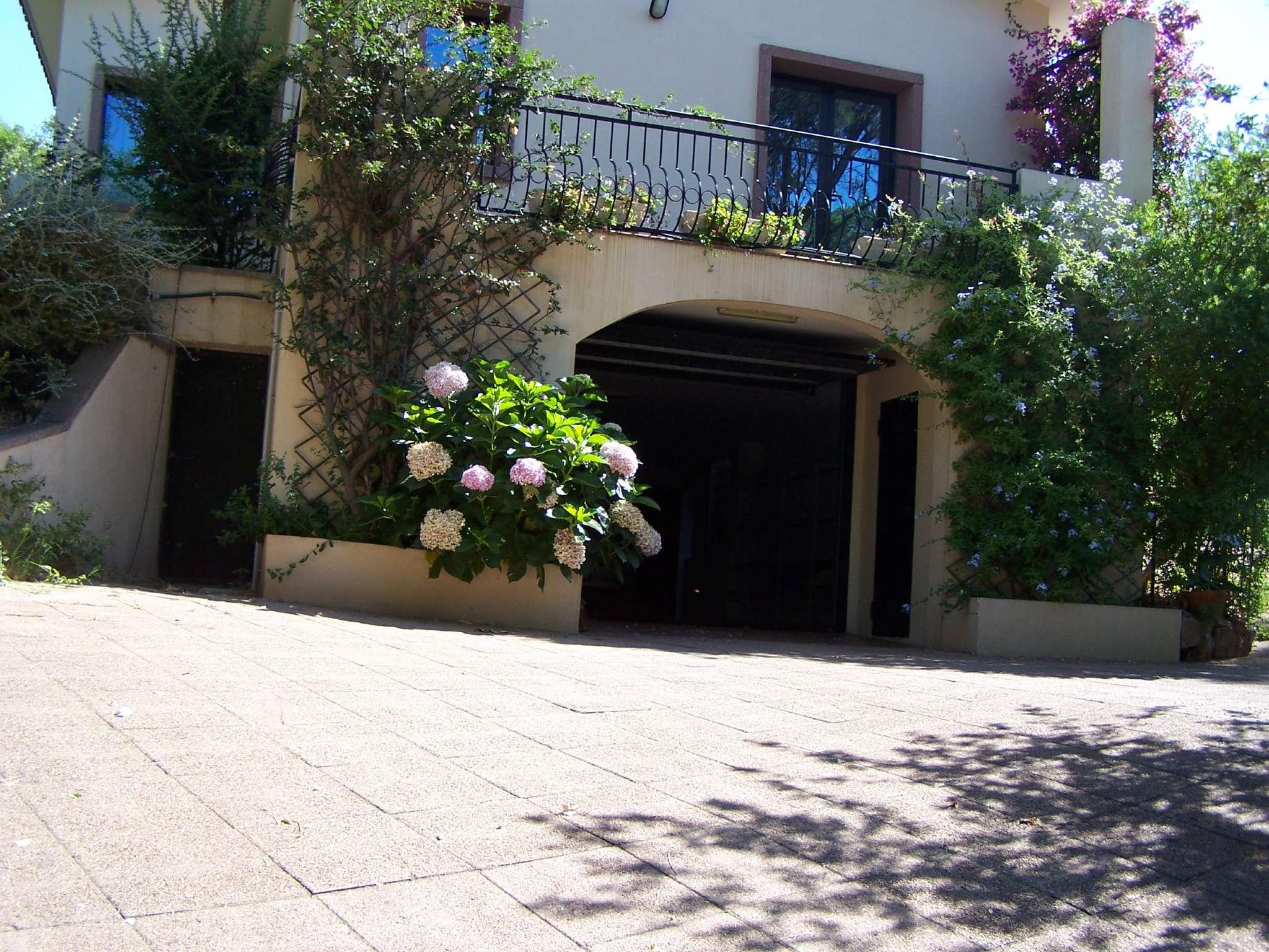 Villa in vendita a Capoterra, 9999 locali, prezzo € 300.000 | Cambio Casa.it