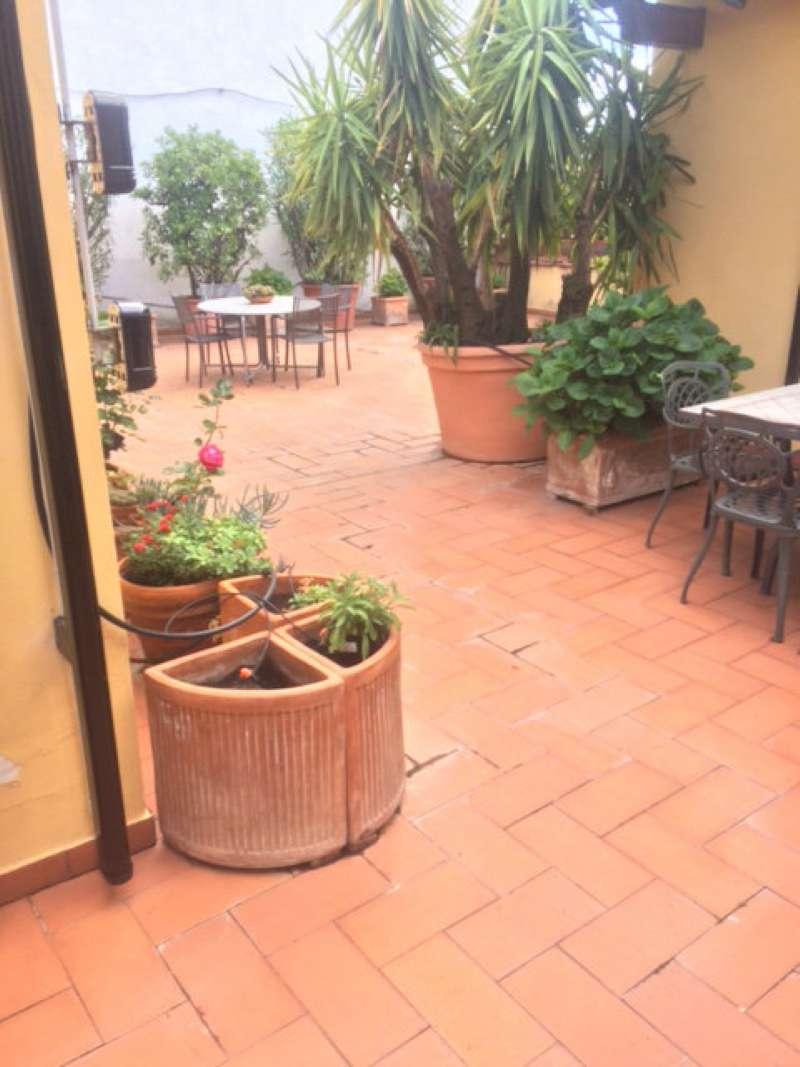 Palazzo / Stabile in vendita a Prato, 10 locali, prezzo € 480.000 | CambioCasa.it