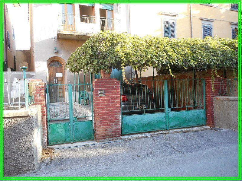 Palazzo / Stabile in vendita a Pistoia, 8 locali, prezzo € 198.000 | Cambio Casa.it