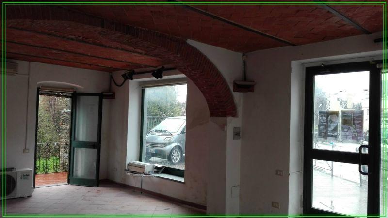 Negozio / Locale in vendita a Pistoia, 2 locali, prezzo € 100.000 | CambioCasa.it
