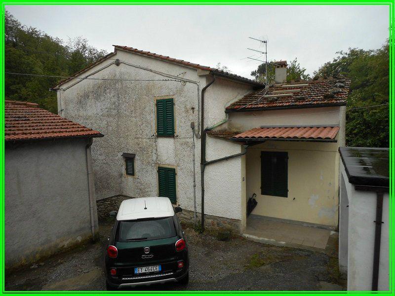 Palazzo / Stabile in vendita a Pistoia, 6 locali, prezzo € 130.000 | Cambio Casa.it