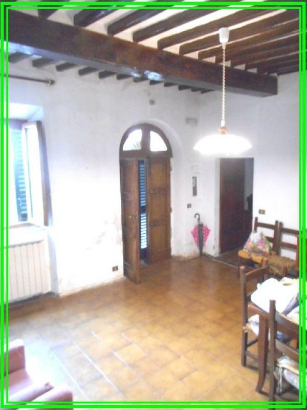 Palazzo / Stabile in vendita a Pistoia, 8 locali, prezzo € 195.000 | Cambio Casa.it