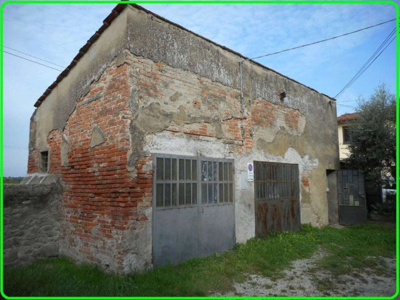 Magazzino in vendita a Pistoia, 1 locali, prezzo € 28.000   CambioCasa.it