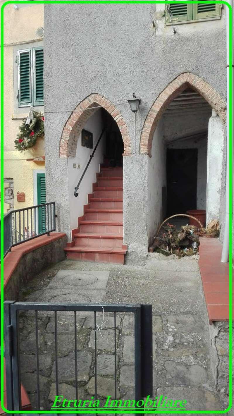 Palazzo / Stabile in vendita a Pistoia, 6 locali, prezzo € 62.000 | CambioCasa.it