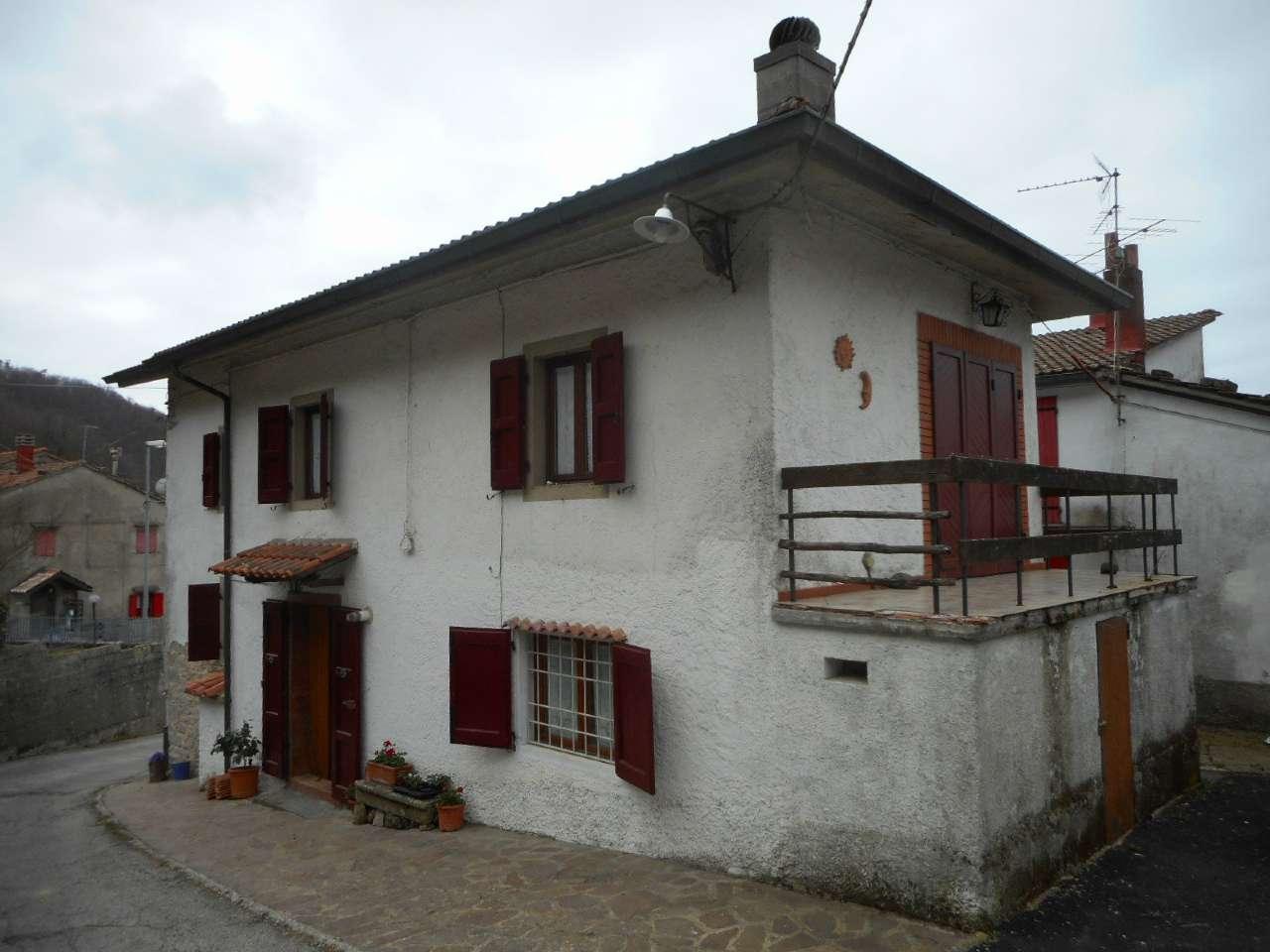 Palazzo / Stabile in vendita a Pistoia, 6 locali, prezzo € 145.000 | CambioCasa.it